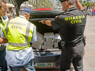 Agentes de la Guardia Civil están desarrollando la operación en Lloret de Mar