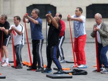 Pedro Pablo Kuczynski hace ejercicio junto a sus ministros