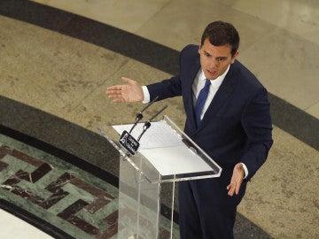 El líder de Cuidadanos, Albert Rivera, durante su comparecencia ante los medios