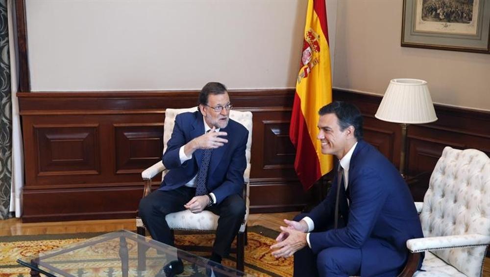Mariano Rajoy y Pedro Sánchez durante su reunión