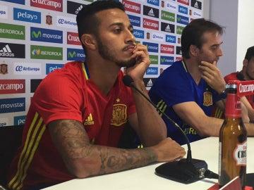Thiago, en rueda de prensa con Lopetegui y Silva