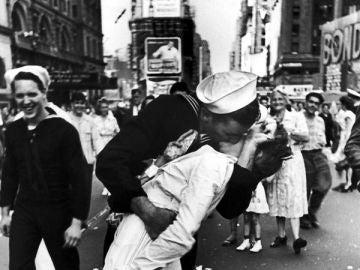 Icónico beso del fin de la II Guerra Mundial