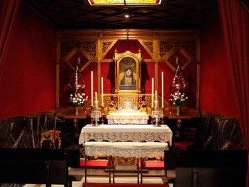 El altar de la capilla del Sagrario de la basílica del Gran Poder.