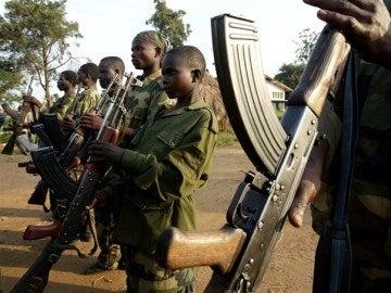 Imagen de unos niños soldado de Sudán