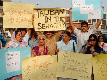 Activistas por los derechos humanos protestan contra un nuevo caso de 'crimen de honor' en Pakistán