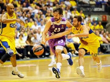 Sergio Llull ante Yogev Ohayon del Maccabi Tel Aviv