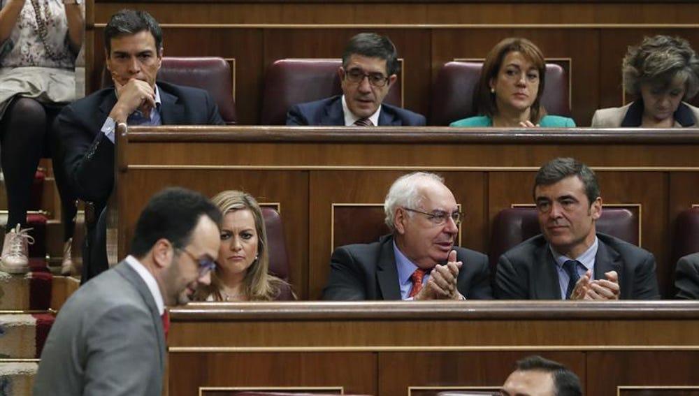 Pedro Sánchez se mantiene impasible tras el discurso de Antonio Hernando
