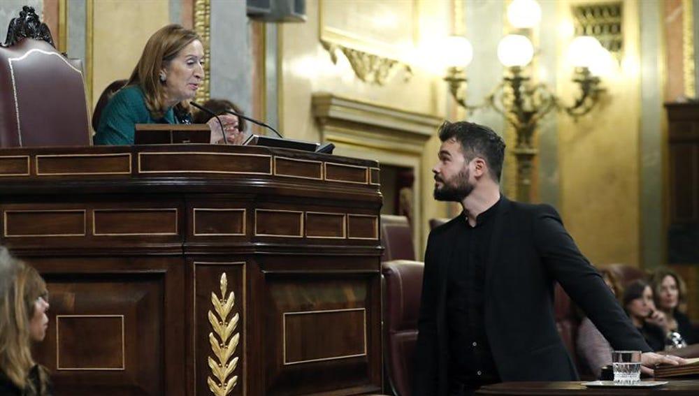 Ana Pastor y Gabriel Rufián en la sesión de investidura