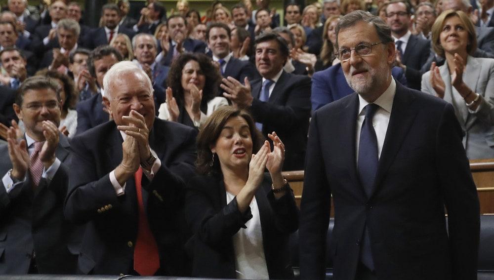 Mariano Rajoy, aplaudido por los diputados de su partido