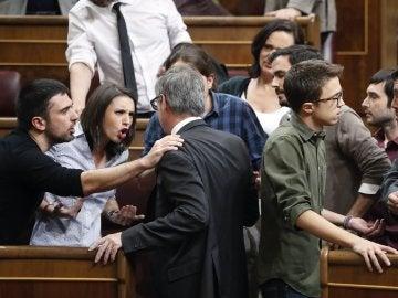 José Manuel Villegas discute con los miembros de Podemos