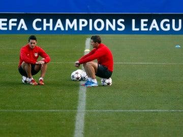 Gabi dialoga con Koke durante un entrenamiento del Atlético de Madrid