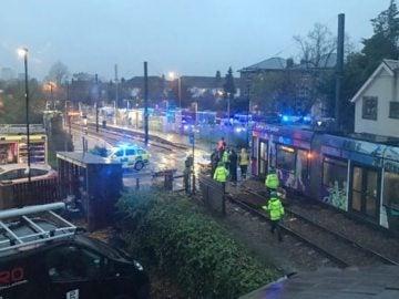 Tranvía volcado al sur de Londres