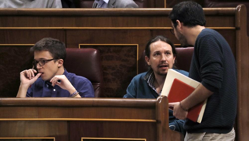 Íñigo Errejón, Pablo Iglesias y Alberto Garzón, en el Congreso