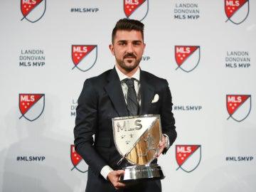 Villa, con el trofeo de Mejor Jugador de la MLS