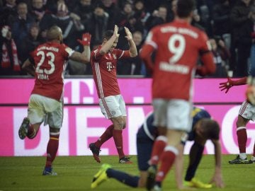 Xabi Alonso celebra su gol contra el Leipzig