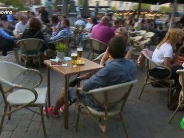 Frame 18.668252 de: La cerveza le gana terreno al vino: su consumo cae un 20% en los últimos cinco años en España