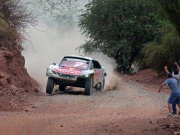 Sainz, durante la disputa de una etapa en el Dakar