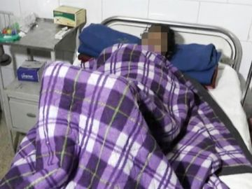 La víctima, recuperándose en una de las camas del hospital
