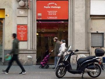 Exterior de la tienda esotérica de la vidente Pepita Vilallonga, que ha sido detenida por la Policía Nacional