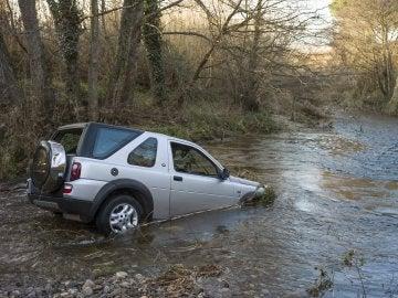 Vehículo de la pareja fallecida arrojado en el agua en una riera de Masarac (Girona)