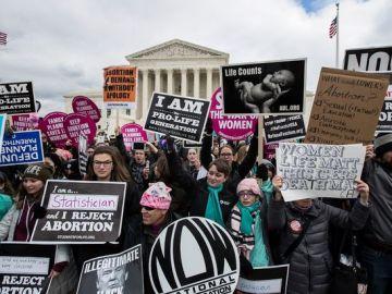 Arkansas permite a los violadores paralizar el aborto de sus víctimas