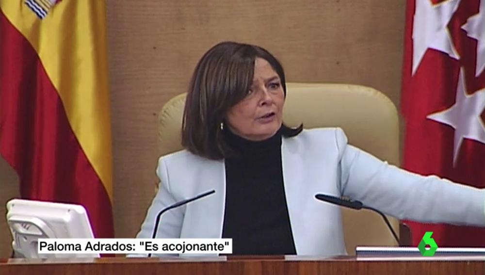"""Frame 40.462963 de:  """"Es acojonante"""", se escucha a Paloma Adrados mientras la plataforma Stop Desahucios irrumpía en la Asamblea"""