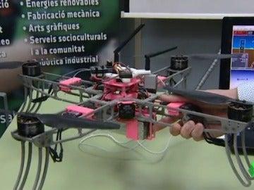 Un estudiante de mecánica diseña un dron dedicado a localizar minas antipersona