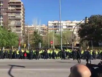 Protesta de los estibadores ante Rajoy en un acto en Barcelona