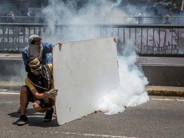 Violentos enfrentamientos entre los manifestantes y la policía en Venezuela