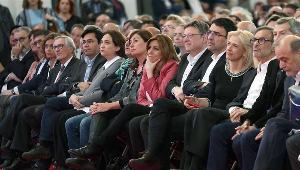 Dirigentes del PSOE y autoridades en el homenaje a Carme Chacón en Barcelona