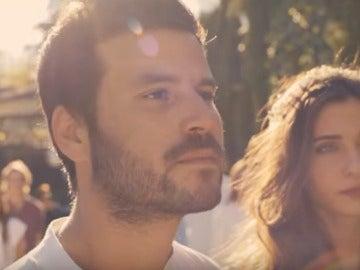 Willy Bárcenas en el videoclip de Taburete, Luna (Voy a por ti)