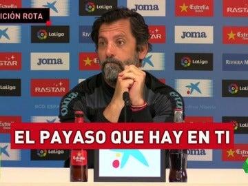 Frame 26.48555 de: Quique Sánchez Flores prefiere leer 'El payaso que hay en ti' que hacerse la foto con Luis Enrique
