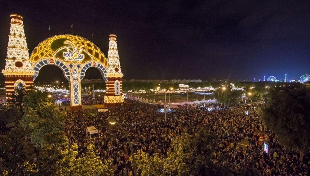 El tradicional 'Alumbrao' del ferial abre esta medianoche otra edición de la Feria de Abril de Sevilla,