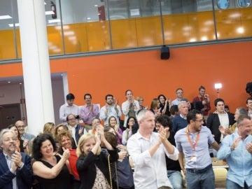 Ciudadanos celebra en su sede la victoria de Macron