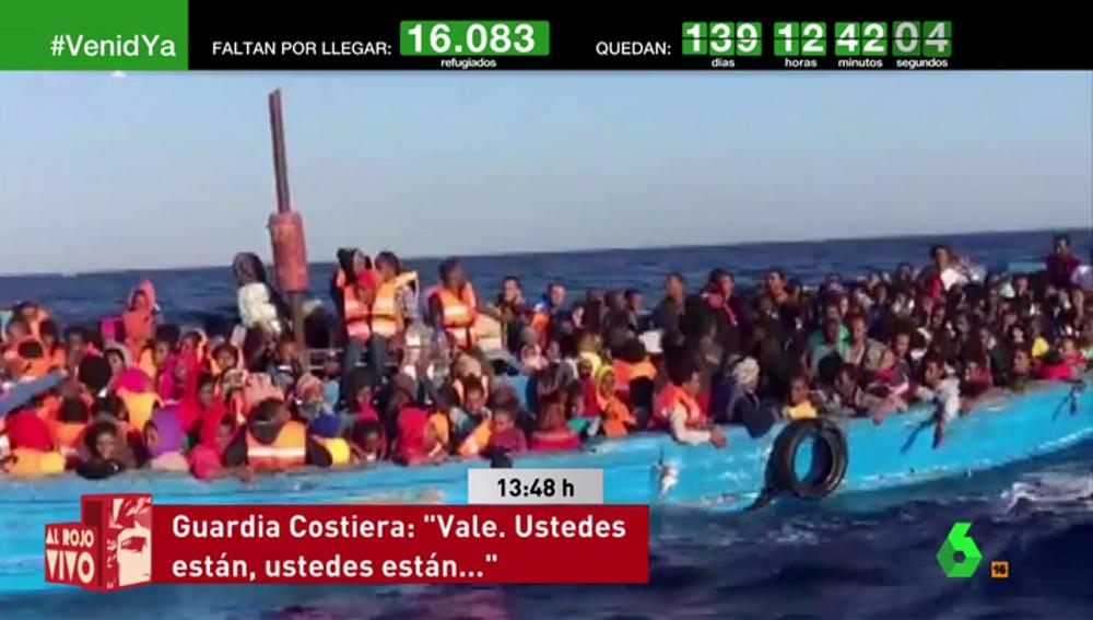 Migrantes en una barcaza