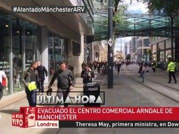 Desalojo de un centro comercial en Manchester