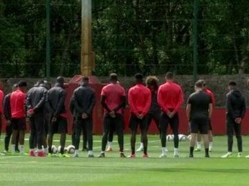 El United guarda un minuto de silencio por las víctimas del Mánchester Arena
