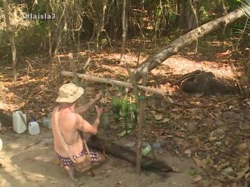 Los supervivientes potabilizan el agua