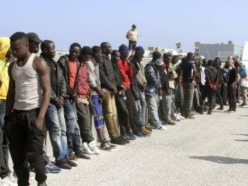 Inmigrantes rescatados en el estrecho de Gibraltar