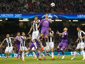 Los jugadores del Real Madrid y Juventus en acción