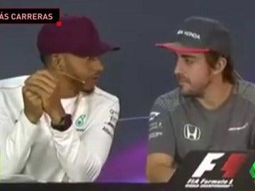 Frame 33.488413 de: Fernando Alonso provoca las risas de Hamilton: dejará la F1 si aumentan a 25 carreras por año