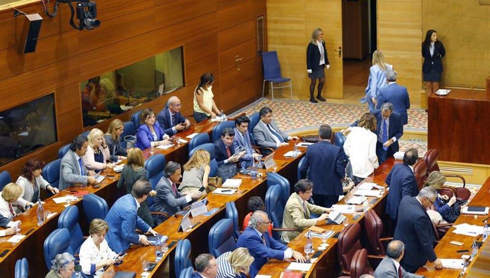 La bancada popular abandona el Pleno de la Comunidad de Madrid