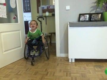 Pablo en su silla de ruedas manual