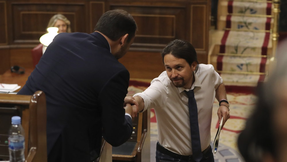 El líder de Podemos, Pablo Iglesias, y el portavoz del PSOE, José Luis Ábalos