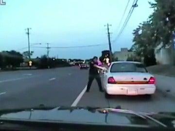 Salen a la luz nuevas imágenes del policía que mató a un joven negro cuya muerte se retransmitió por Facebook Live