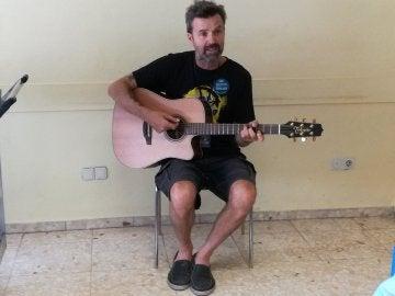 Pau Donés, que pelea contra un cáncer, lleva su música al hospital