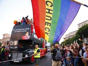 Las carrozas del Orgullo desfilan por Madrid