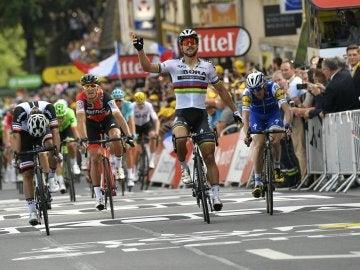 Sagan celebra su victoria en Longwy