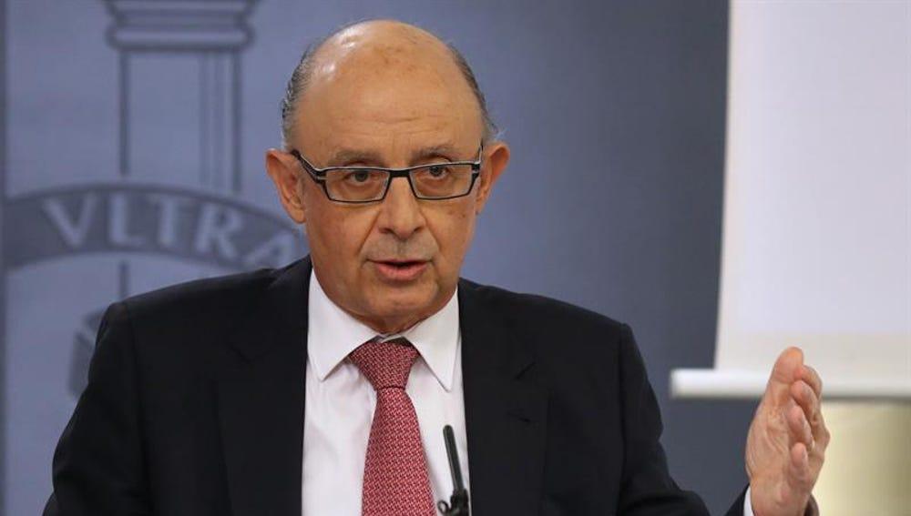Cristóbal Montoro comparece tras el Consejo de Ministros