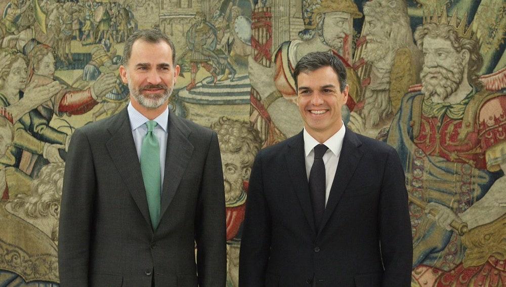 Felipe VI, con Pedro Sánchez en el Palacio de la Zarzuela
